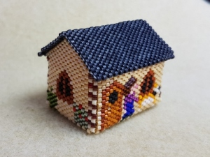 Jane beaded house FloRaeME (2) (500x375)