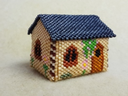 Jane beaded house FloRaeME (3) (500x375)