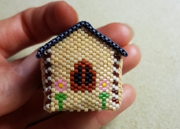 Jane beaded house FloRaeME (8) (500x359)